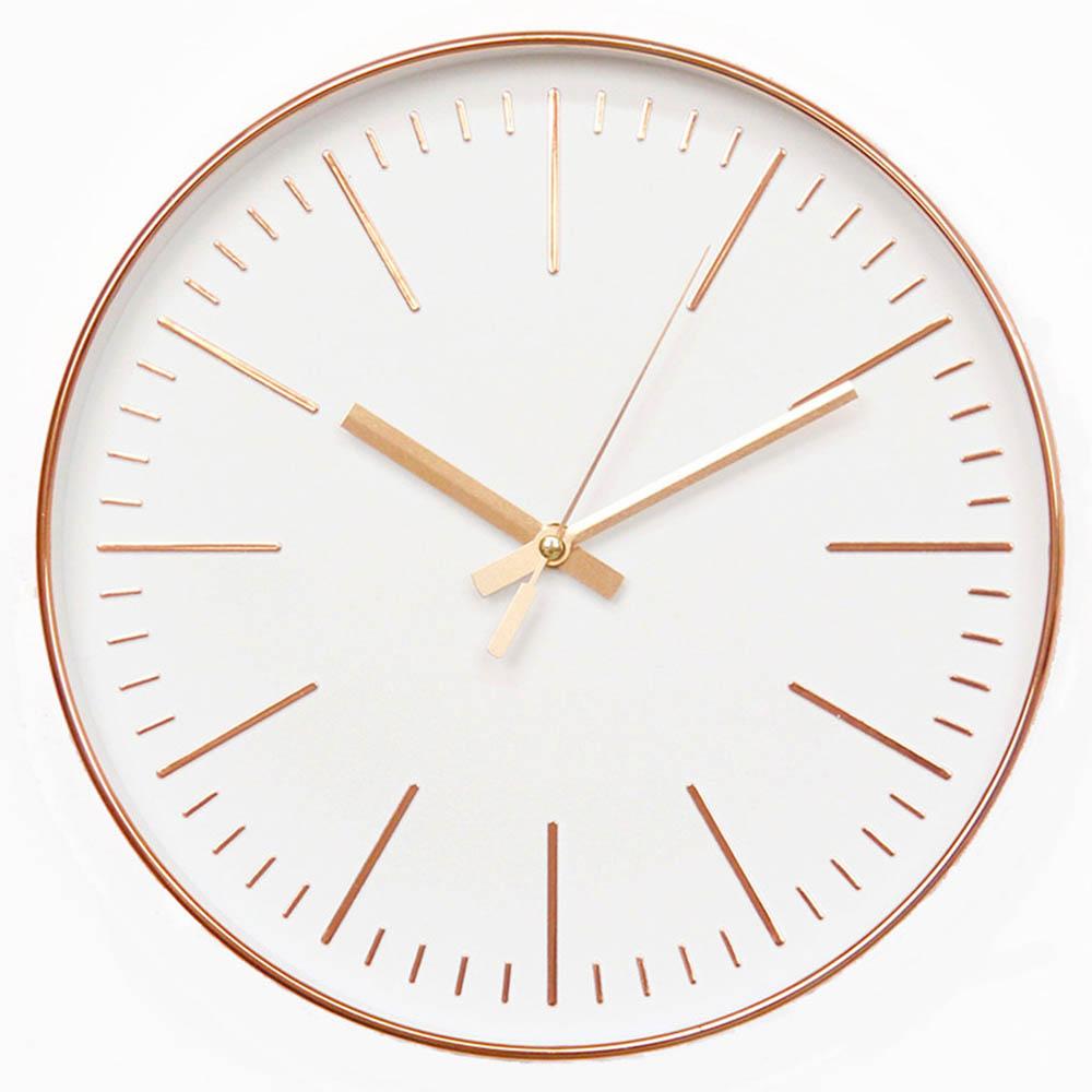 horloge couleur rose et argent
