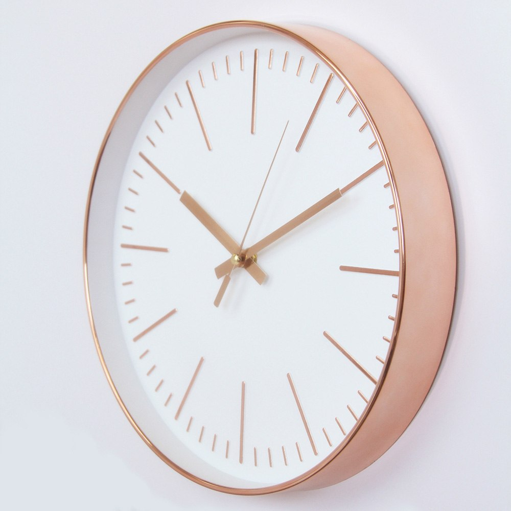 horloge couleur rose et argent 1